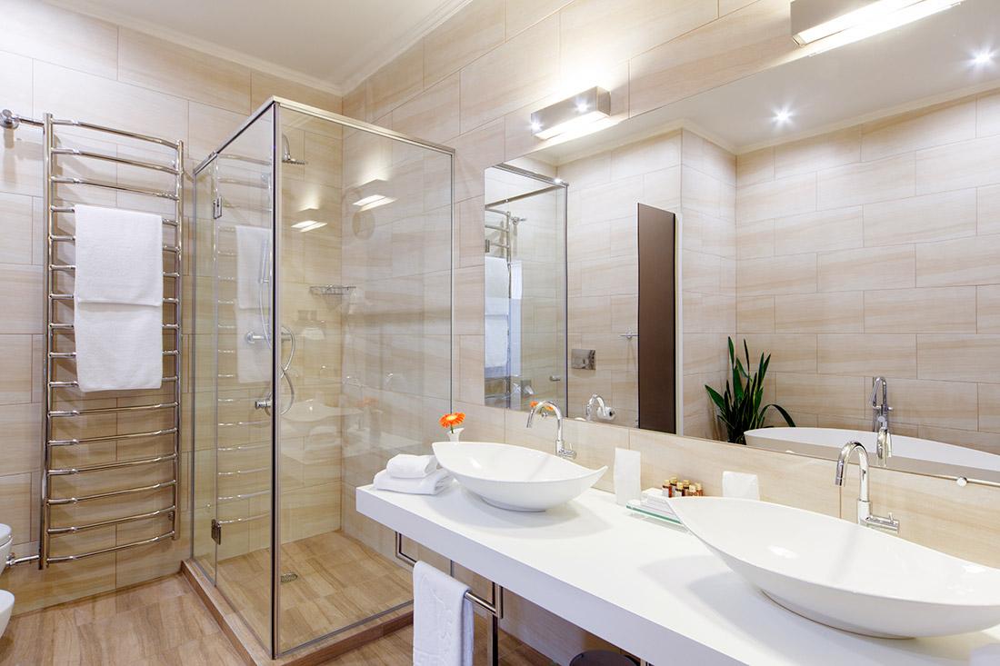 Entretien régulier de la salle de bain à Charlesbourg